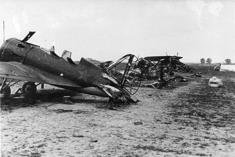 1-Operation-Barbarossa-destroyed-Russian-aircraft-01