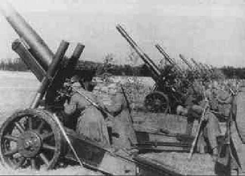 Kursk_soviet_artillery_1943_700
