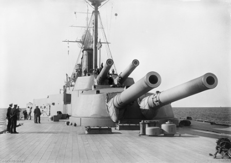 HMS_Queen_Elizabeth_aft_guns_Gallipoli_1915_AWM_G00225